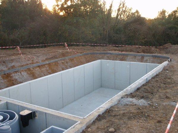 Alliance paysage r alisation de bassins piscine for Dalle beton autour piscine